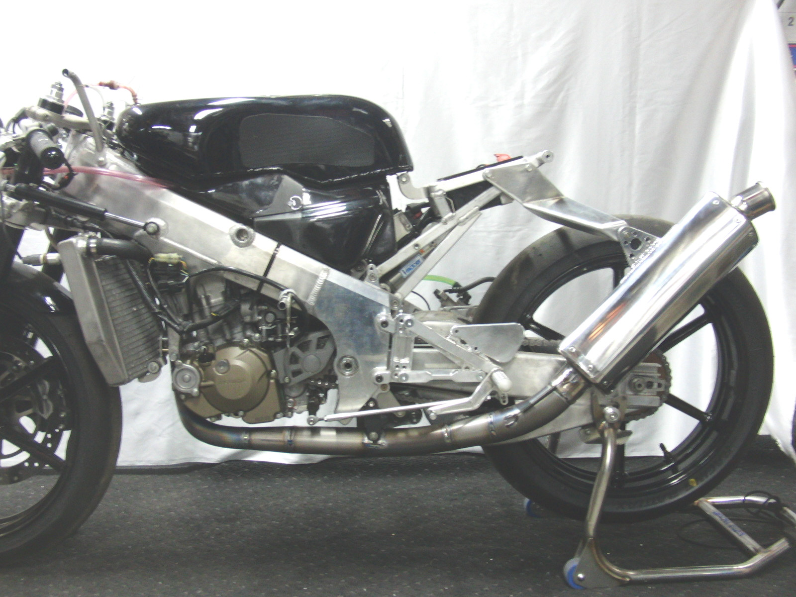 http://www.precious-factory.com/preciousfactory2010/CIMG2136.JPG